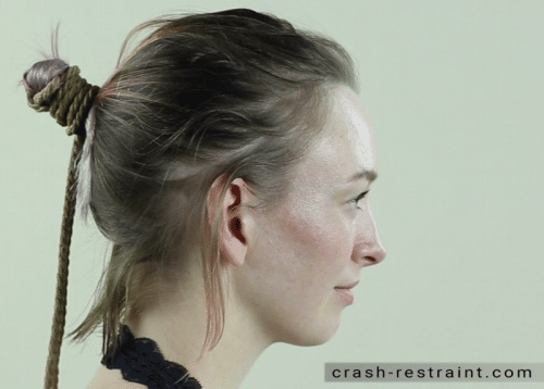 Tutoriel bondage n°4 : attacher les cheveux